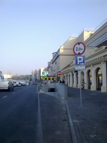 26aebe4b89 Sporo trudności kierowcom sprawia podziemny parking pod nową Galerią Tęcza  w Kaliszu.